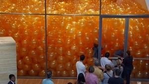 Les pidieron que entrasen a una habitación llena de los globos. No pensaron en o