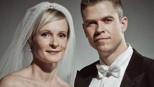 Es una foto de una boda preciosa, pero es suficiente ver la segunda parte y esta