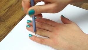 ¡Este truco de cómo dibujar una mano es genial! Querrás intentarlo :)