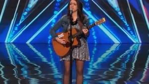 Esta chica sufre depresión pero intenta curarse... cantando. ¡Y tiene talento!