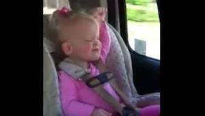 ¿Te gusta el baile? ¡Pues tienes que ver a esta niña de 3 años! ¡Qué mona es!