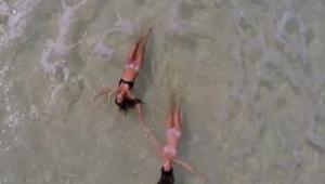Grabó una playa desde el aire. ¡Lo que grabó te causará suspiros de admiración!