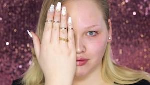 Esta mujer se pintó sólo la mitad de la cara... ¡El efecto es increíble!