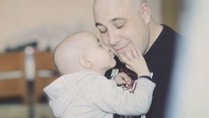 Su hija murió teniendo 5 años. Mira lo que hacen para cumplir una promesa...