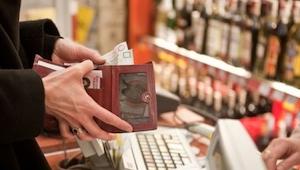 Pagando en el supermercado se burló de una madre sin dinero. ¡Lo que pasó despué