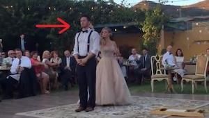 Su primer baile empezó de manera típica, pero luego la novia hizo algo extraordi