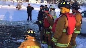 30 bomberos se fueron corriendo hacia un lago congelado. ¡Nunca olvidarán lo que
