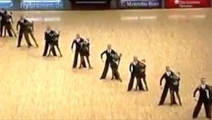 Unos bailarines se pusieron en fila y cuando se separaron... ¡Me quedé sin palab