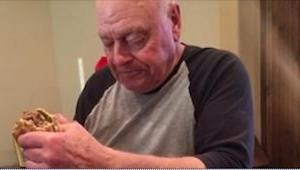 Un abuelo cocina para sus 6 nietos. Lo que pasa 30 minutos más tarde me hizo llo