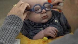 ¡Lo que pasa cuando un niño de 4 meses ve por primera vez a su madre, toca el co