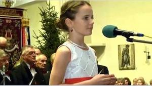 ¡La niña  más famosa del mundo tiene sólo 12 años y canta el villancico O Holy N