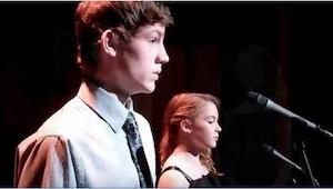 Una pareja de adolescentes interpreta la famosa canción The Prayer. ¡Os sorprend