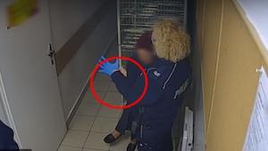 Una policía se puso un guante de látex. ¡Lo que hizo un rato después, le dejó en