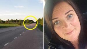 Una mujer conducía por la autopista cuando de repente la rodearon otros coches.