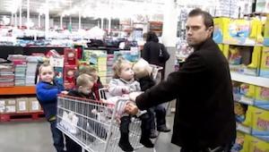 ¡Su esposa le había lanzado un desafío! Tuvo que hacerse cargo de sus 5 hijos. ¡